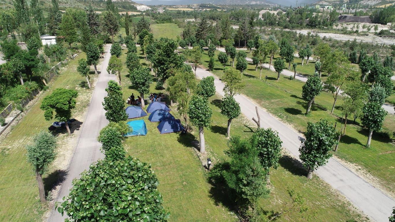 Zona acampada, caravanas, parcelas