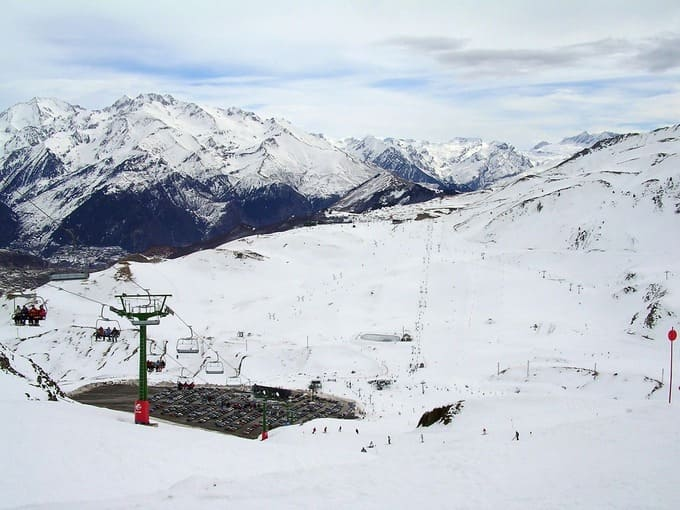 pista de esqui y telesillas