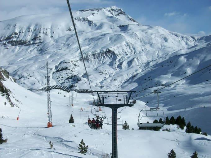 telesilla de una pista de esqui